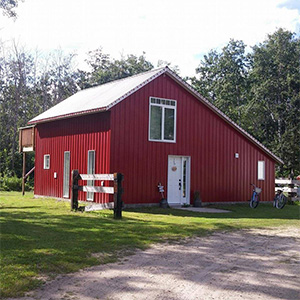 little-red-barn-smak-dab